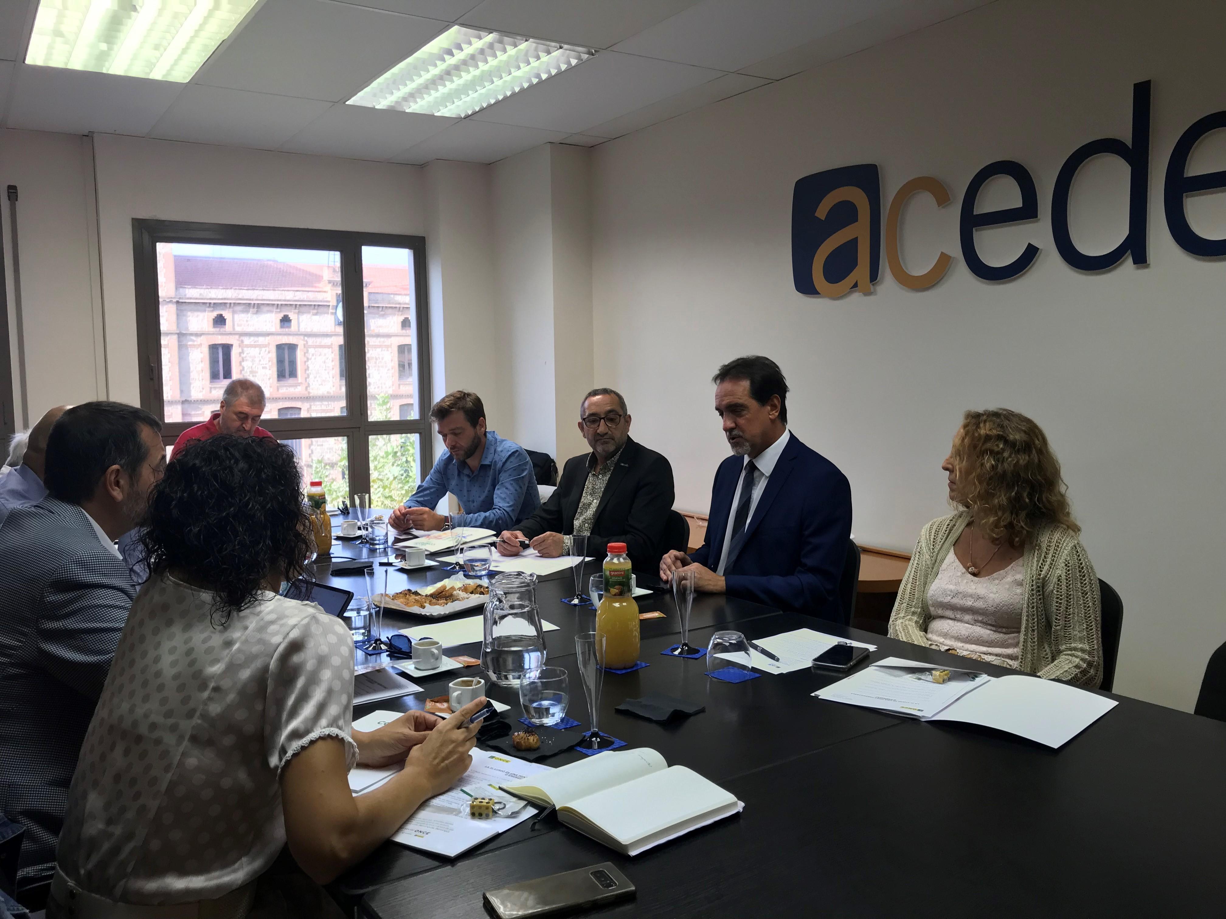 Membres de l'ACEDE es reuneixen amb Enric Boti, delegat territorial de La ONCE a Catalunya